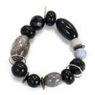 Agate & Onyx Bracelet With 3 Silver Charm Hanging Rings. Really Beautiful Stones Are Featured In the Make Up Of This Elasticated Stone Bracelet.