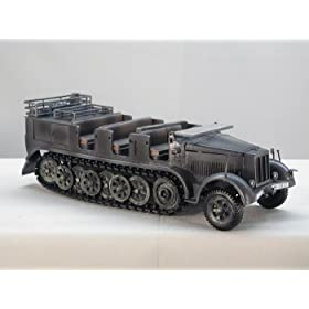 1:32 German 8 - Ton Troop Carrier w/2 Figures