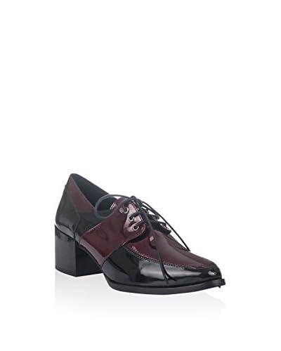 Laura Moretti Zapatos de cordones Negro / Burdeos