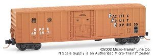 Micro Trains N 27090, 50' Rib Side Box Car, Plug Door without Roofwalk, Pacific Fruit Express SPFE#453571