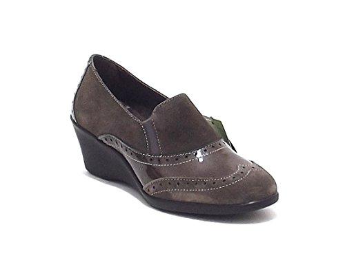 Scarpe donna, 8021, scarpa accollata Susimoda in camoscio e vernice, colore taupe