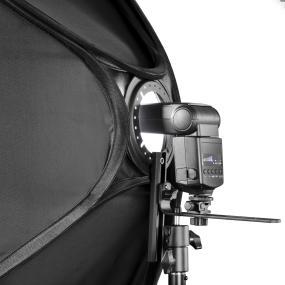 Verbindung zur Kamera per Blitzkabel oder Fernauslöser möglich