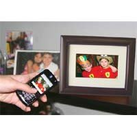 eMotion DF-EM7VWBT-C128 7-Inch Bluetooth Digital Picture Frame with 128MB Built-in Memory