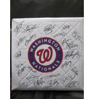 Signed Nationals, Washington (2013) Replica Full Size Base By the 2013 Washington Nationals Team autographed