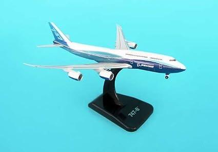 Boeing 747-8 maquette avion échelle 1:500