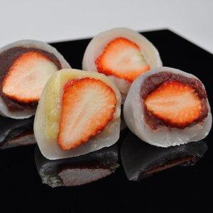 苺大福カスタード2個 苺大福つぶあん2個 苺大福白あん2個 苺大福小豆こしあん2個 合計8個入り くり屋南陽軒