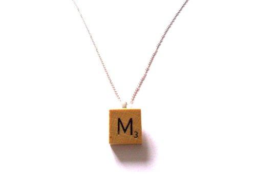 collar-pendiente-de-la-vendimia-de-madera-pieza-de-juego-carta-junta-m-en-bolsa-de-regalo-de-organza