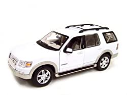 2006 Ford Explorer Eddie Bauer White Diecast Model 1:18 Die Cast Car