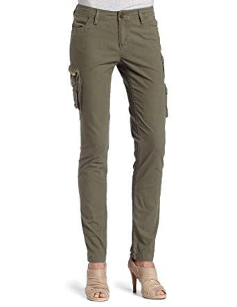 Choose a basic black or white pair of cargo pants for women or mix it up with a fun olive green. Paired with espadrilles, sandals or flats, the look is up beat and fun. Tank tops, graphic t-shirts or shells all lend a feeling of casual elegance to these fresh pants.