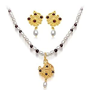 24Kt Gold Plated Pendant, Freshwater Pearl & Garnet Beads Necklace & Earring Set
