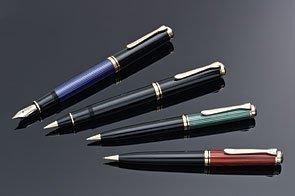 Pelikan Souveran R800 - Bolígrafo de punta rodante, color negro y dorado