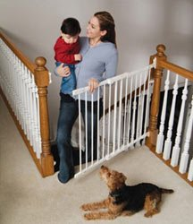 Kidco Angle-Mount Safeway Gate in White
