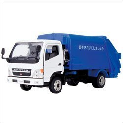 scale Mitsubishi Fuso Canter garbage truck (japan import) by Agatsuma