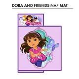 Dora y de los amigos de la siesta de la estera