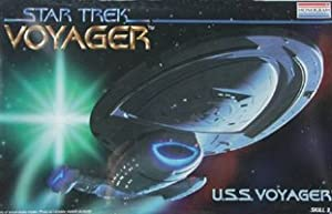 Monogram STAR TREK USS VOYAGER Spaceship Model Kit