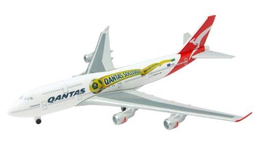 schuco-schabak-403551416-model-plane-b747-400-qantas-1600-scale
