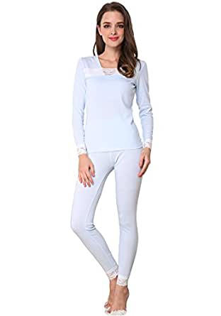 Women's thermal pajamas offer lightweight comfort and extra warmth A cozy set of women's thermal pajamas cuts the chill in the air, so you can dream peacefully. If thick flannels and wooly women's socks leave you overheated, lightweight thermal material can be a welcome change.