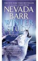 Winter Study (An Anna Pigeon Novel) (Paperback)