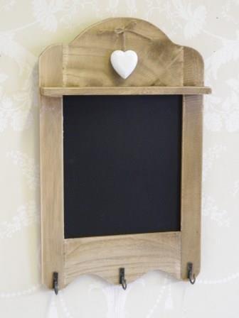 RJB Stone - Lavagnetta per messaggi con profilo superiore ondulato dotata di 3 ganci per strofinacci e dettaglio a forma di cuore, stile Shabby Chic