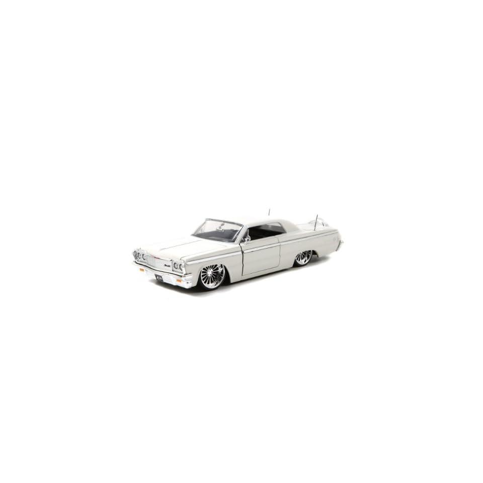 1964 Chevy Impala 124 Scale (White)
