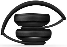 Soft ear cups and an ergonomic bellow create a flexible, custom fit for every head shape