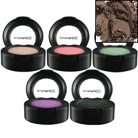 A powder-based Eyeshadow. Extremely soft-textured. Long-wearing. Crease-free colour