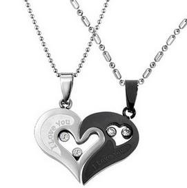 The couple love! Heart-shaped pair I Love You stamped Necklace (silver/black) luxury velour style storage pouch with