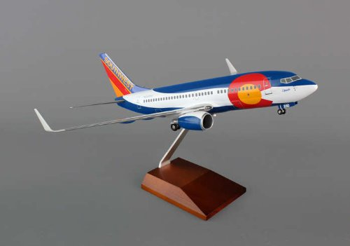 1: 100 スカイマークスSuprem Southwest 航空 ボーイング 737-700 Colorado, with Landing Gear and Wood Display Stand (