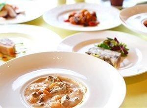 ビストロやま オードブル3点セット 海老のオリーブ煮と他2点お好きなものを選択 (サーモンの薫製, トリッパ) (テリーヌ, トリッパ)