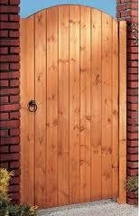 WOODEN 5FT HIGH ARCH TOP GARDEN GATE REDWOOD MEDIUM DUTY - JIG (700MM WIDE)