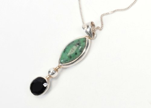 Black Onyx & Green Pendant with link chain