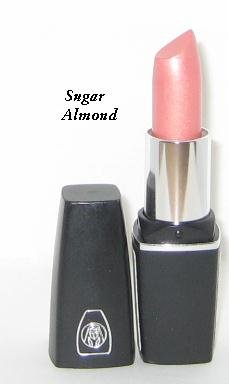 Oil of Olay ColorMoist Lipstick / SPF 15 ~ #133 Sugar Almond