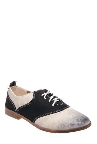 Betsy Casual Flat Oxford Shoe