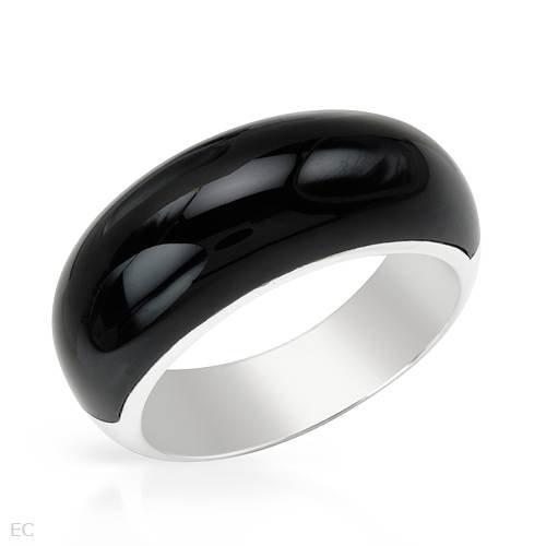 Ring Beautifully Designed in Black Enamel and 925 Sterling silver. Total item weight 6.3g (Size 7)