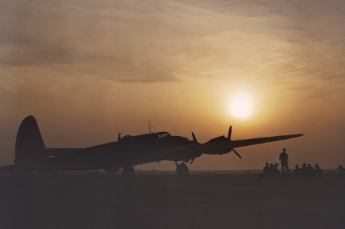 New 5x7 Photo: Silhouette of B-17 Flying Fortress