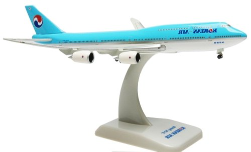 boeing-747-8-korean-air-inflight-with-gear-with-stand-scale-1500