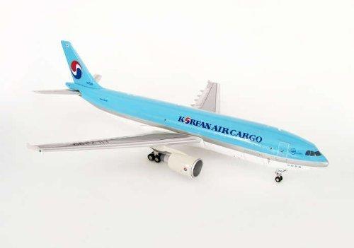 jc-wings-1-200-jc2kal033-korean-air-cargo-a300-by-daron-worldwide