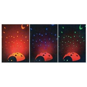 LED Nachtlicht Marienkäfer projeziert in abgedunkelten Zimmern einen Sternenhimmel