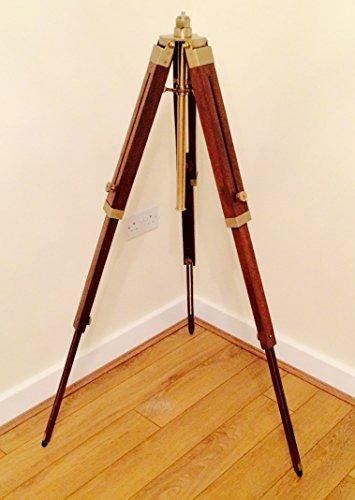 In legno treppiede Piantana con Supporto in ottone anticato altezza regolabile fino a 150cm (paralume non incluso)