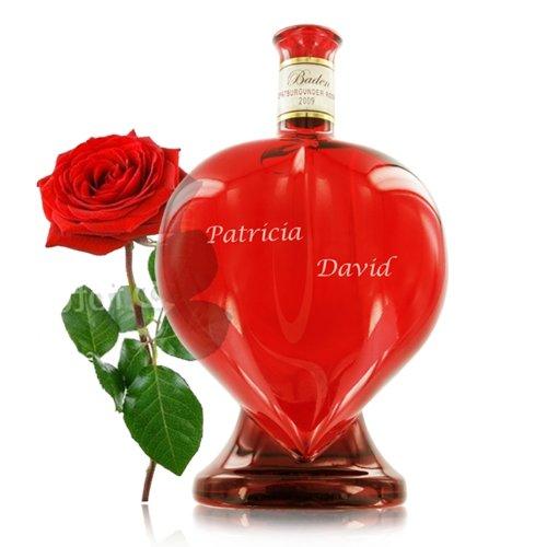 Wein in der Herzflasche mit individueller Namens-Gravur