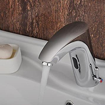 chrom finish messing waschbecken wasserhahn mit automatischer sensor aktiviert warm und kalt. Black Bedroom Furniture Sets. Home Design Ideas