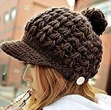 ざっくり編みボタン付きニット帽子 ツバ付き