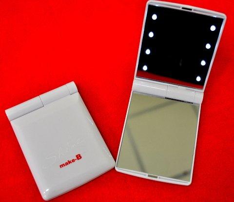 8LEDライトコンパクトミラー(ホワイト) 持ち運び便利な超コンパクトサイズ! 暗い所でも楽々化粧直しもバッチリ!目力UP