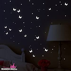 """Adhesivos de pared luminosos Wandkings """"Mariposas y estrellas"""" 78 adhesivos en 2 hojas DIN A4, fluorescentes y brillantes en la oscuridad por Wandkings.de - BebeHogar.com"""