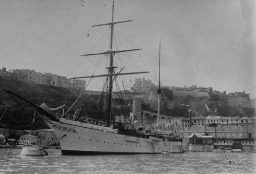 princess-alice-yacht-of-prince-of-monaco-castle-in-background-monaco-crea-f3