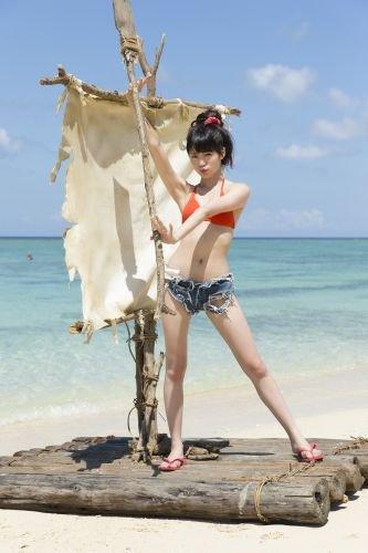 筏の上に立っている志田友美