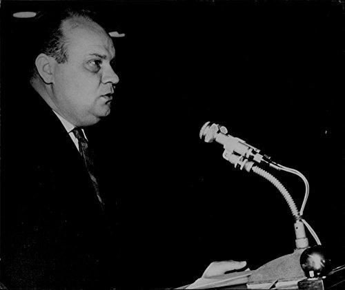vintage-photo-of-drahomir-kolder-speaking