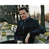 ブロマイド写真★コリン・ファース/公園のベンチに座る