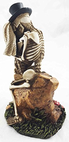 Lover Never Dies Wedding Party Skeleton Couple Kissing In The Garden Figurine