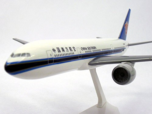 boeing-777-200-china-southern-1-200-scale-model-by-flight-miniatures